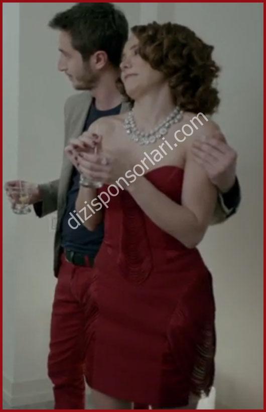 Merhamet 5.bölüm Deniz'in kırmızı elbisesi..