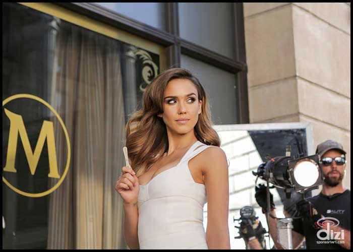Jessica alba magnum reklam filmi için kamera karşısına geçti